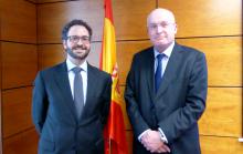 Håkan Hallstedt (Generaldirektör Lotteri Inspektionen)  y D. Carlos Hernandez Rivera (Director General de la DGOJ)
