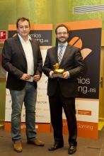 Imagen: entrega premio a Carlos Hernández Rivera. Director General de Ordenación del Juego