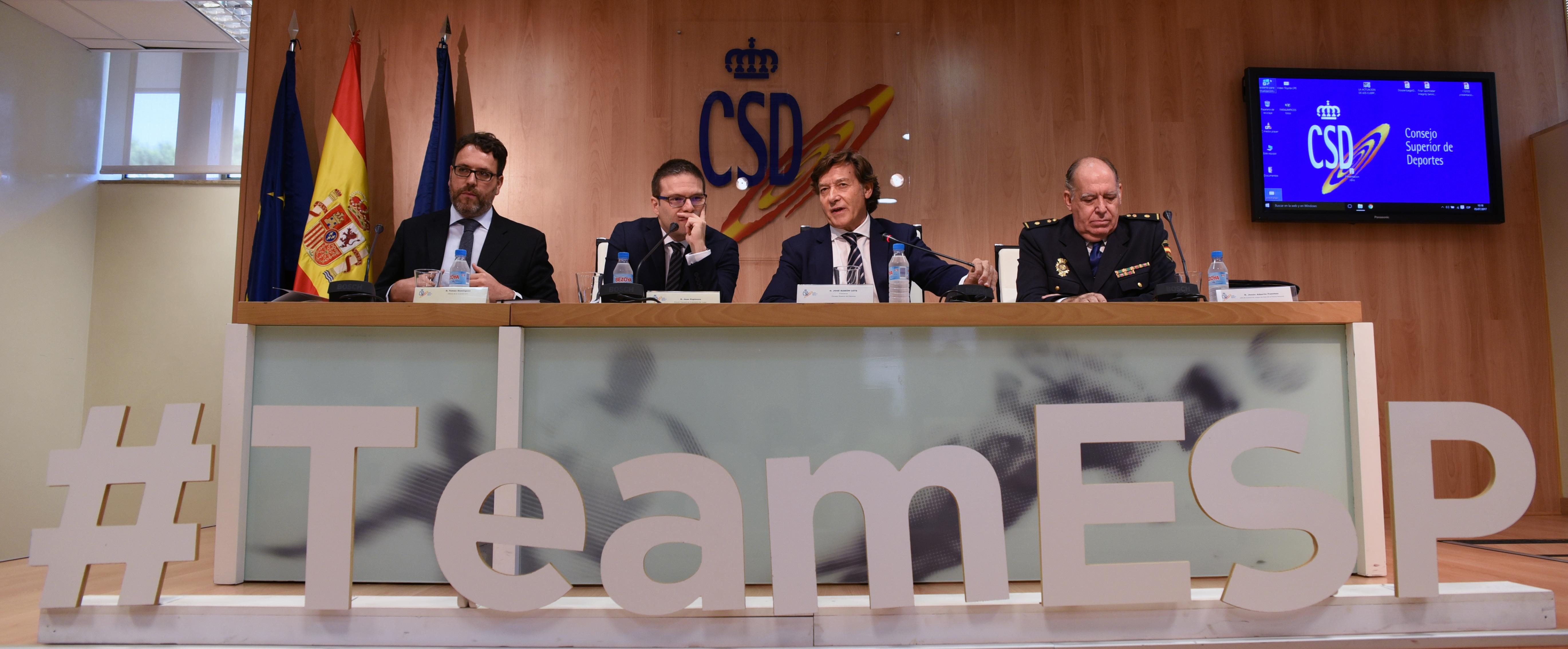 De izquierda a derecha, Tomás Domínguez, Juan Espinosa, José Ramón Lete y Jesús Fuentes